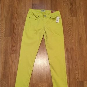 Aeropostale super low rise yellow skinny pants